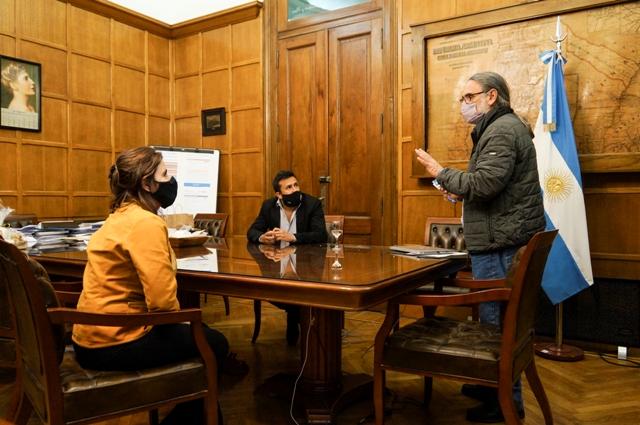 La presidenta de la Corporación Interestadual Pulmarí se reunió con el Ministro de agricultura, ganadería y pesca de la nación, Luis Basterra