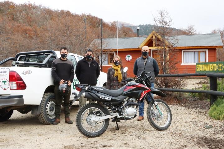 Entregan nueva motocicleta a la Oficina de la CIP en Moquehue