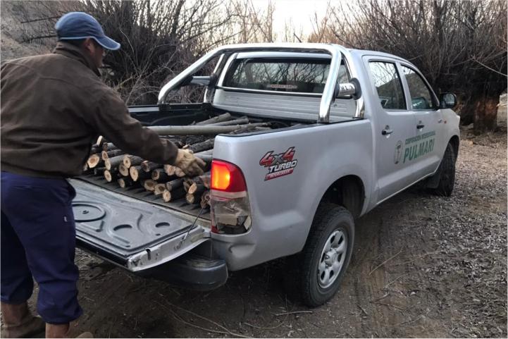 La Corporación Interestadual Pulmarí acompañó con logística a referentes ganaderos de las comunidades mapuces para mejora de cercado perimetral